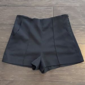 Black shorts, side zip, w pockets, sz L